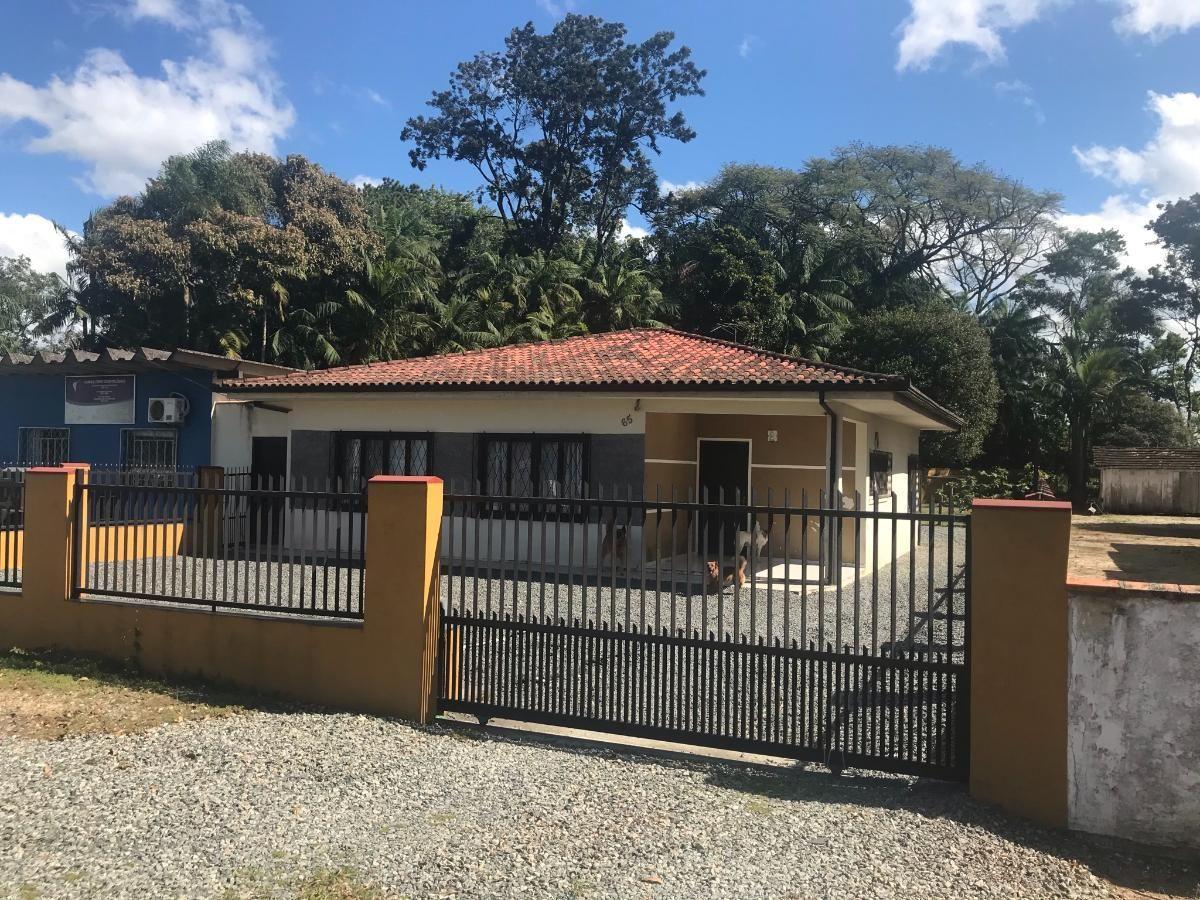 Casa e sala comercial em Araquari
