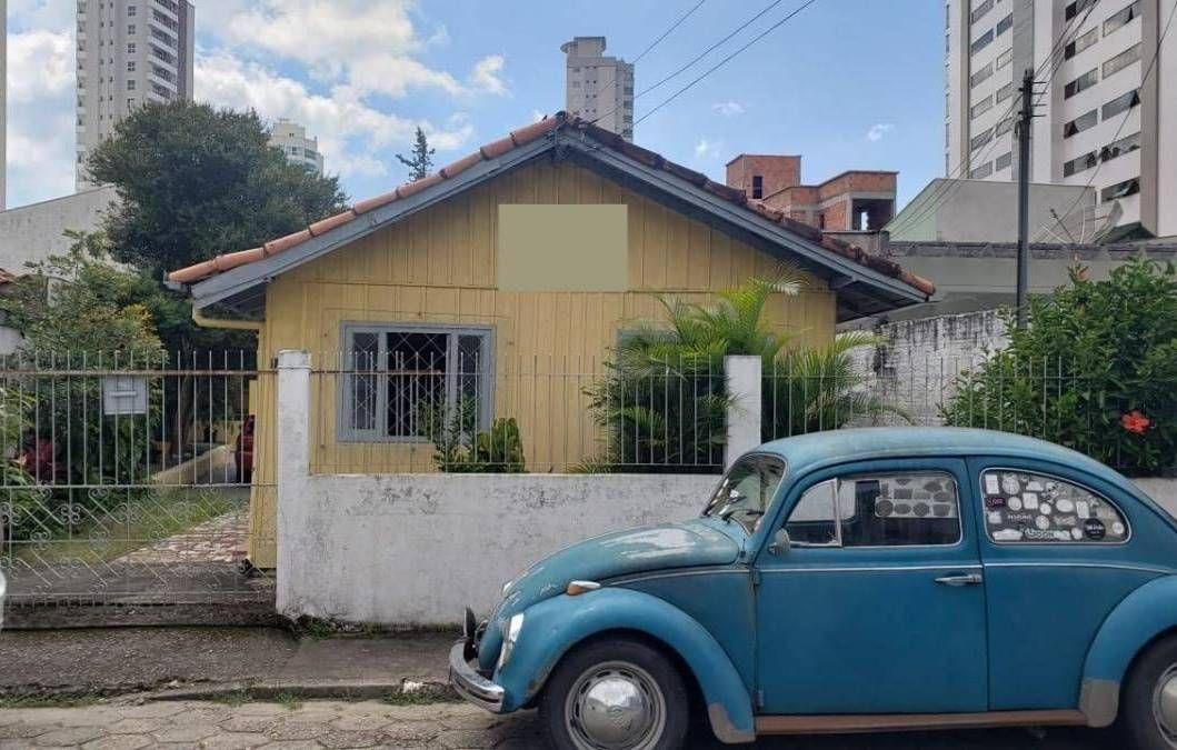 Terreno com 2 casas no bairro Fazenda em Itajaí SC
