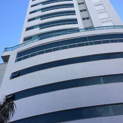 Apartamento com 4 suítes na Barra Sul 1 por andar