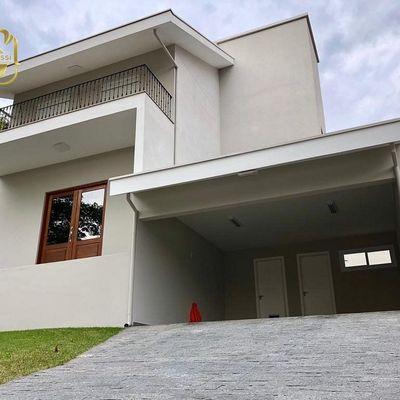 Excelente Casa Semi Mobiliada - 03 Suítes