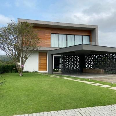 Linda Casa em Condomínio Fechado - Reserva Camboriú