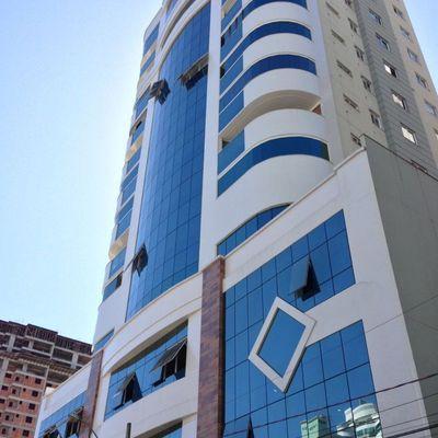 Apartamento com 03 suítes em Meia Praia Itapema para locação de temporada