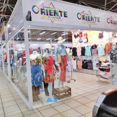 Sala comercial para a venda em shopping de Meia Praia.