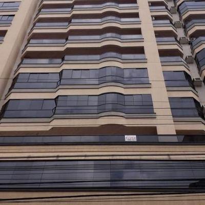 Apartamento de 4 dormitórios em Meia Praia para a venda.