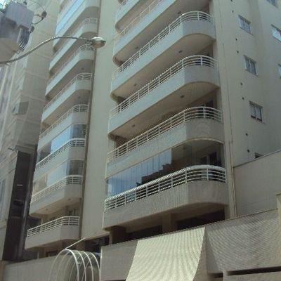 Saint Germain - Apartamento 04 Dormitórios à venda Na Quadra do Mar em Meia Praia - Itapema SC.