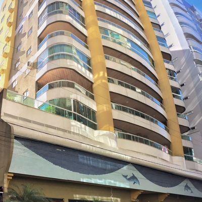 Apartamento com 04 dormitórios para locação de temporada em Meia Praia Itapema SC