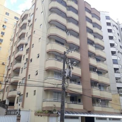 Apartamento com 02 dormitórios para locação de temporada no início da Meia Praia