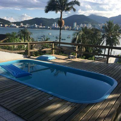 Casa no Canto da Praia em Itapema com vista para o mar para venda