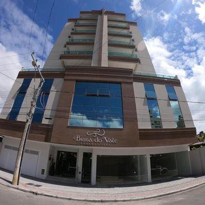 Apartamento para a venda em Meia Praia com 02 suítes.