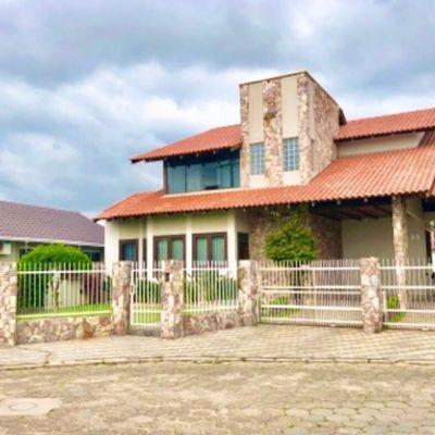 Casa com 03 Dormitórios em Tijucas - Centro