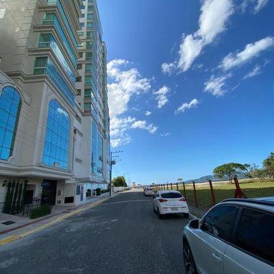 Apartamento 03 suítes a venda quadra mar em Meia Praia  Itapema SC