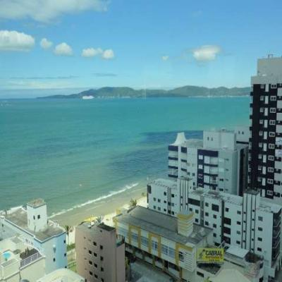 Cobertura frente avenida com vista para o mar em Meia Praia Itapema