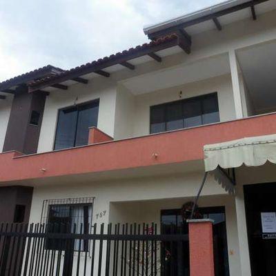 Casa de aluguel de verão em Meia Praia Itapema