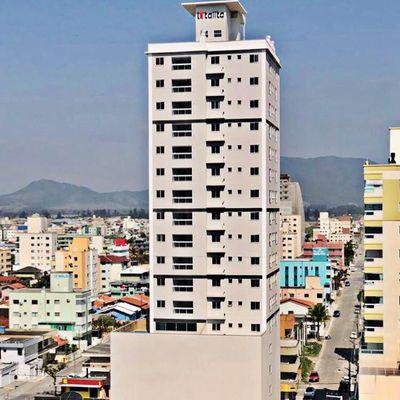 Apartamento com 02 Dormitórios no bairro Morretes.