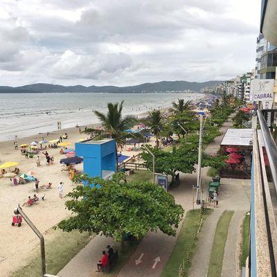 Apartamento para alugar na temporada de frente para o mar em Meia Praia Itapema SC
