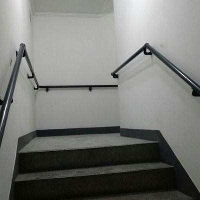 Corrimão para escada dentro da norma NBR 9077