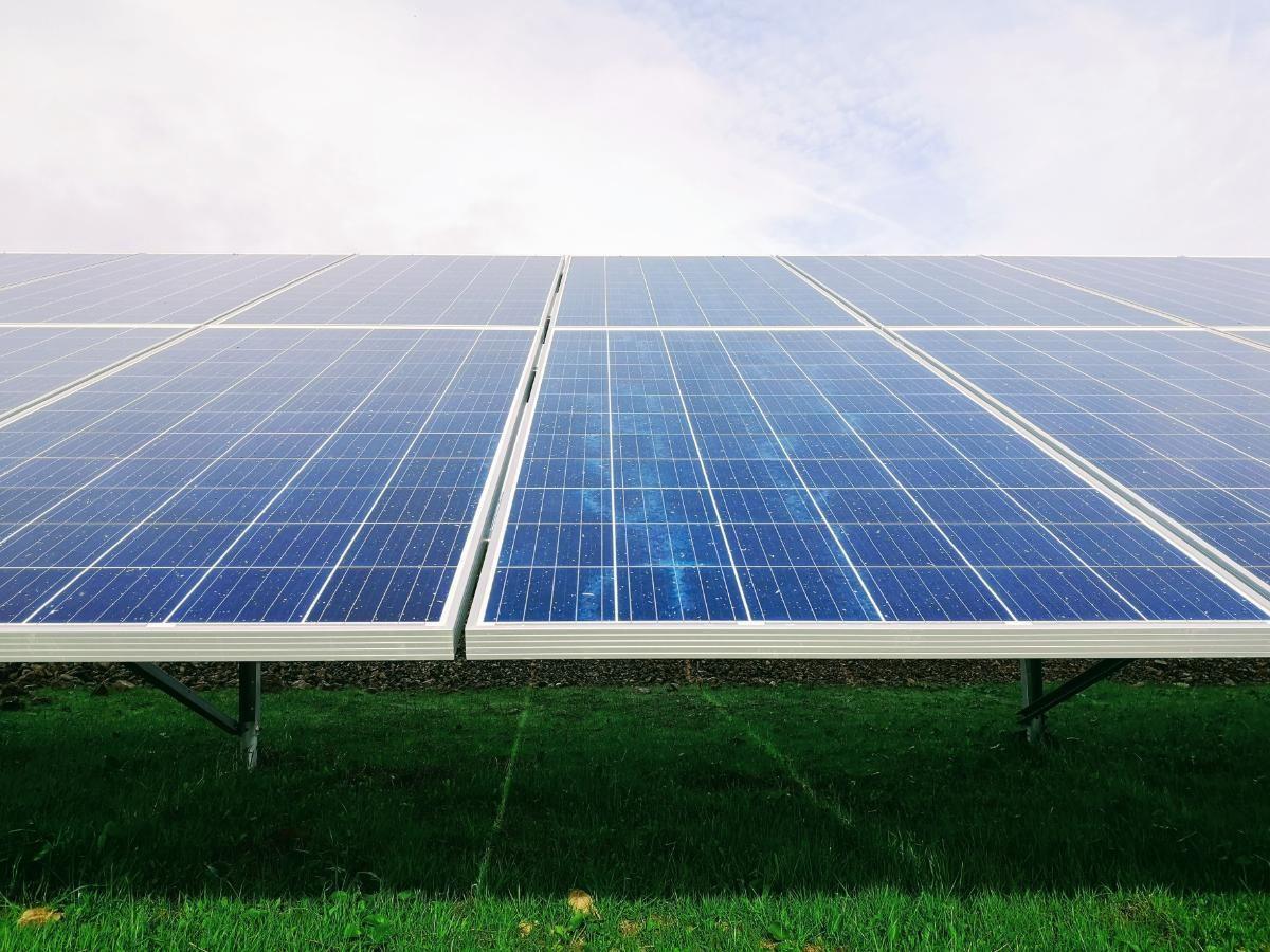 O que são painéis fotovoltaicos e como eles ajudam sua casa?