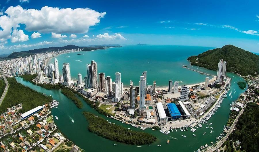 Quais são as melhores cidades litorâneas para compra de imóveis no Brasil