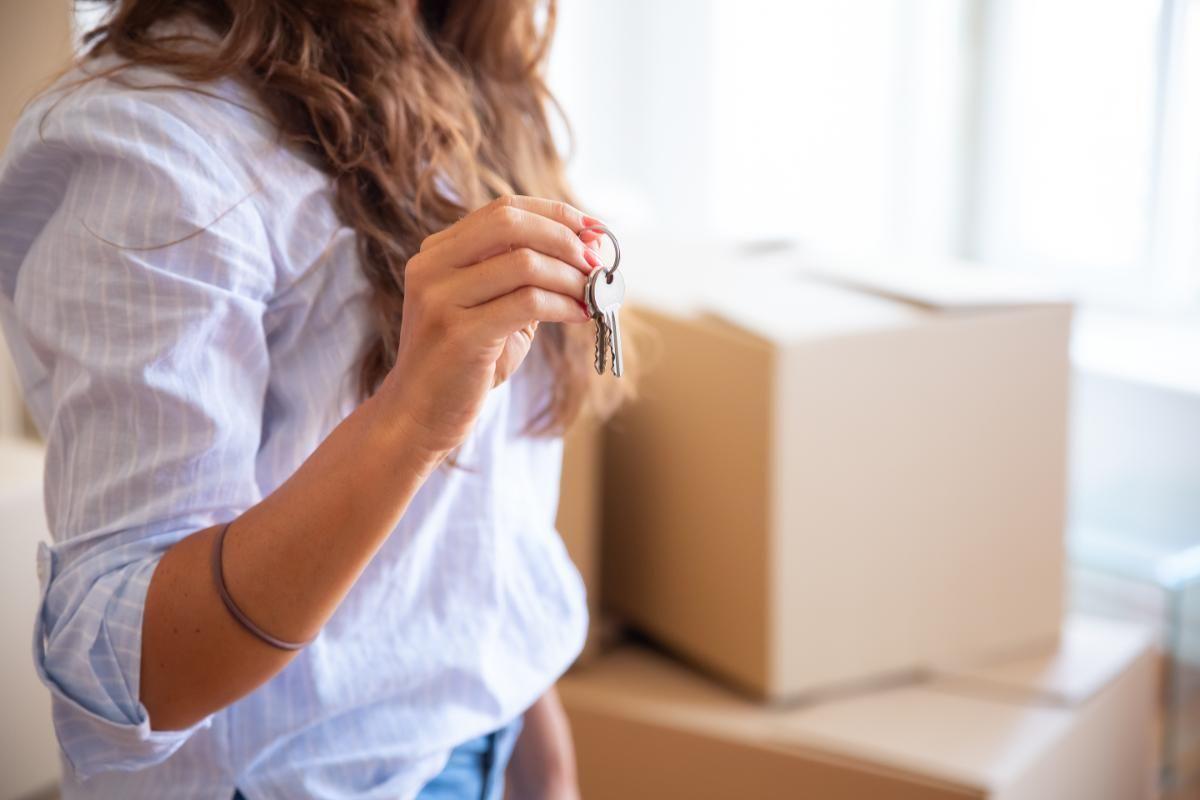 Alugar com uma imobiliária ou direto com o proprietário: qual a melhor opção?