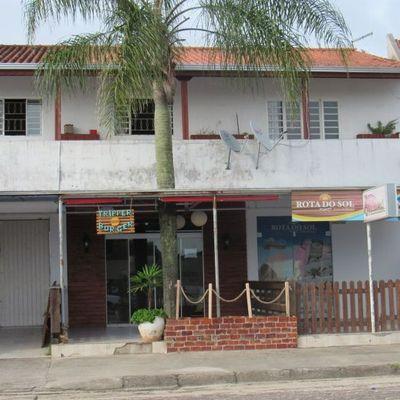 ► Principal via comercial de Itapoá: Prédio c/ 2 salas + Apto