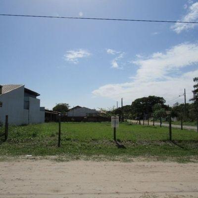 Terreno limpo de esquina c/ 384m², Baln. Uirapuru