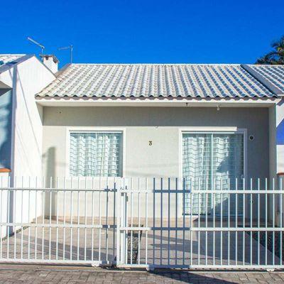 Casa no Balneário Mariluz a 300 metros da praia!