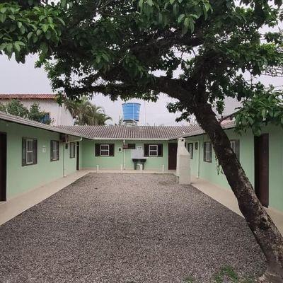 Condomínio c/ 05 apartamentos, na Quadra do Mar, Balneário Paese!