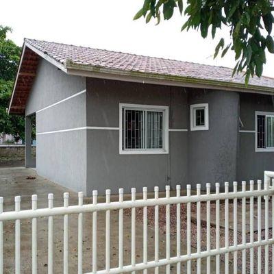 ► Casa c/ 82,89m², 02 quartos e Amplo terreno livre - Balneário Brasília