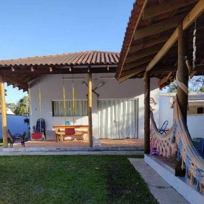 ► Casa c/ 4 quartos + Área de churrasqueira, amplo terreno - Baln. Princesa do Mar
