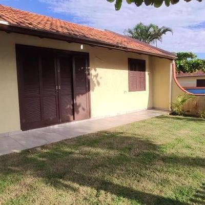 Casa com 3 dormitórios e mobiliada - Locação Mensal no Balneário Brasília