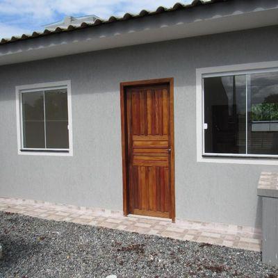 Casa nova c/ 41,48m², 02 dormitórios, próx. Rua 1000 - Baln. Jd da Barra