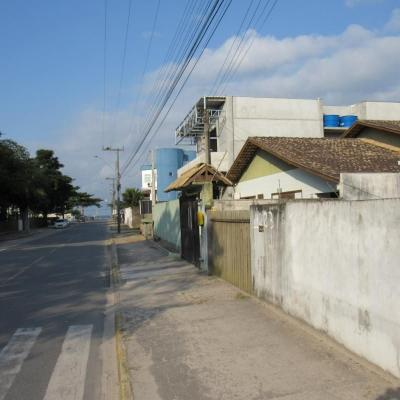 Terreno de 495m², com 60m² de benfeitorias, frente p/ Av. asfaltada, próximo da Prefeitura