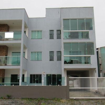 Apartamento c/ 01 suíte + 01 quarto, na 2ª quadra do mar, Baln. Cambiju