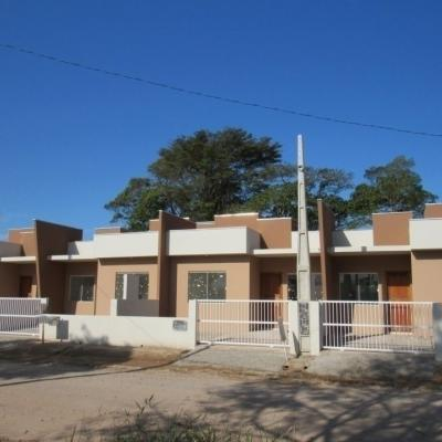 Casas novas, financiáveis pelo Minha Casa Minha Vida, c/ 2 quartos, 430m do mar, Barra do Saí