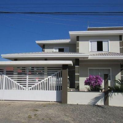 Sobrado c/ 250m²m, área gourmet + piscina, próximo ao calçadão Beira mar - Baln. Jd Pérola