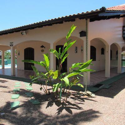 ► Casa c/ piscina e amplo terreno, c/ 265,80m² de área total, 04 quartos - Balneário Santa Clara