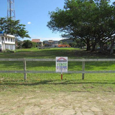 ► Área de 1.155m² de frente p/ praia, no Balneário Princesa do Mar!
