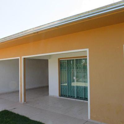 Casa c/ 3 quartos, terreno amplo, entre Avenidas principais, próx. Sicredi - Baln. São José