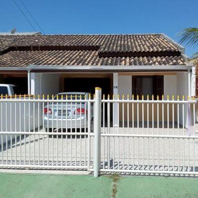 Casa mobiliada c/ 1 suíte + 1 quarto e edícula nos fundos, 97,50m²,  250m do Mar - Balneário Cambiju