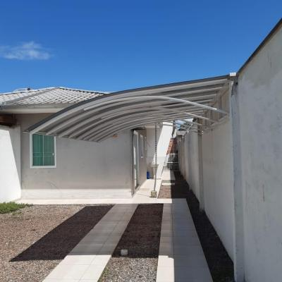 Casa p/ temporada c/ 1 suíte + 1 quarto no Balneário Mariluz, Rua 1800, 400m da praia