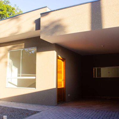 ► Casa nova e moderna, c/ 01 suíte + 02 quartos, Rua 1080 - Balneário Paese