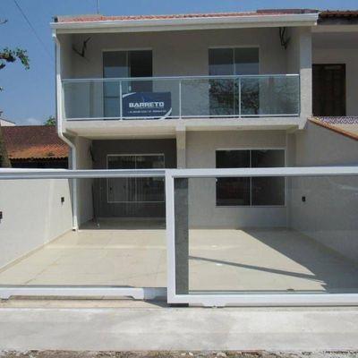Sobrado c/ 1 suíte + 2 quartos, com piscina e área de festas - Baln. Cambiju