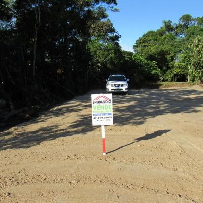 ► Terreno parcelado c/ 156m² (6,50x24m), 300m do mar.  Entrada de R$ 8.400,00 + 120x