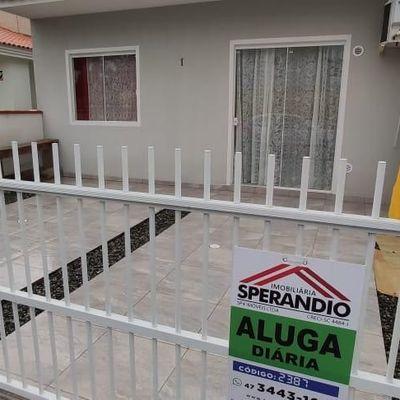 Temporada: Casa c/ 2 quartos, 300m do Mar, no Balneário Mariluz