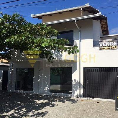 Linda Casa com 2 Salas Comerciais no Térreo!