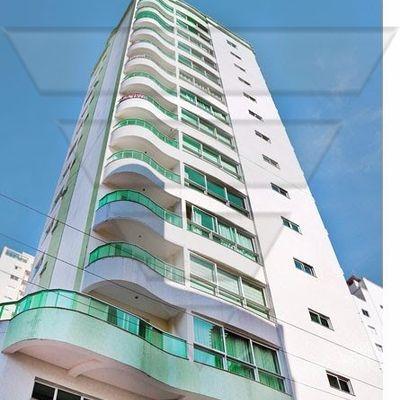 Apartamento composto por 01 suíte e 02 demi-suítes