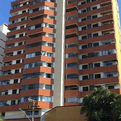 Amplo apartamento no Centro de Itajaí !