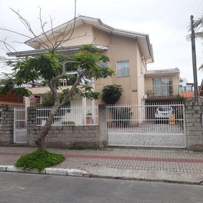Casa à venda, na Praia dos Amores