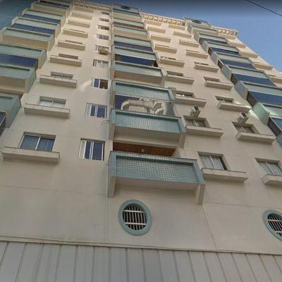Quadra Mar -  02 dormitórios - sacada - Amplo apartamento- Centro