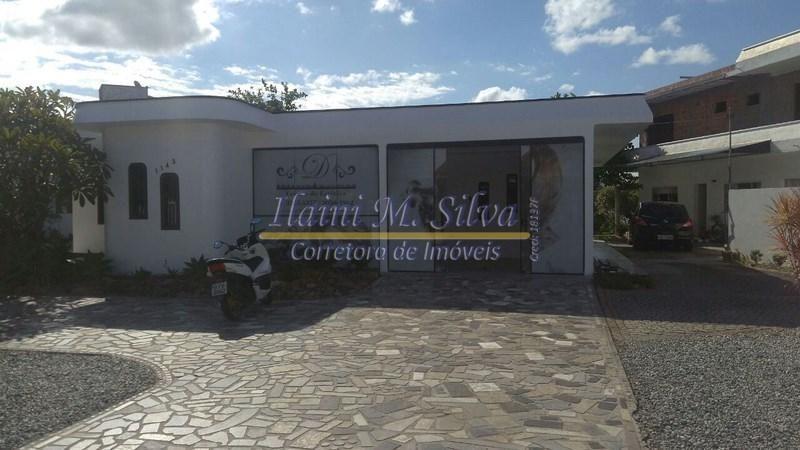 6a284972786fa Alugo casa comercial bem localizada, região central de Camboriu, frente  para avenida principal.